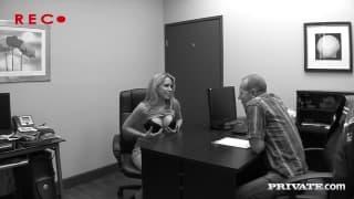 Courtney Cummz - biurowe pierdolenie