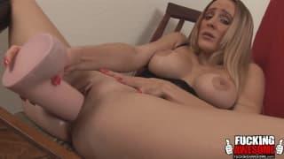 Melanie - blondynka kocha masturbację