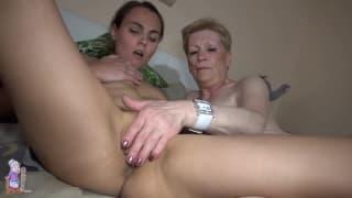 Babcia Marie i dziadek lubią seks z młodą suką