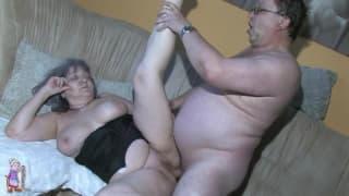 Babcia wyruchana ostro w starą cipę