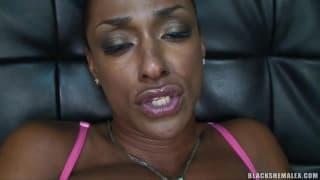 Natalia Coxxx to czarny muskularny trans