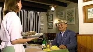 Starszy facet pierdoli po obiedzie!