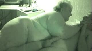 Monstrualna blondynka wyjebana w łóżku
