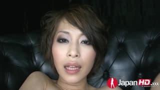 Azjatka posika się podczas masturbacji!