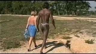 Międzyrasowy seks w lesie