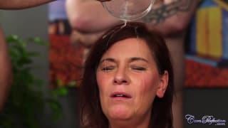 Ruda,dojrzała dziwka i kąpiel w spermie