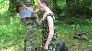 Żołnierze-geje pierdolą się w lesie