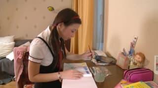 Studentka Maritsa jest sama dzisiaj w domu