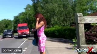 Kiki Minaj publicznie sika dla nas!