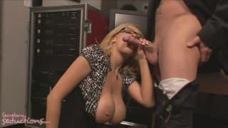 Katie Kox klei się od spermy Jack Vegas