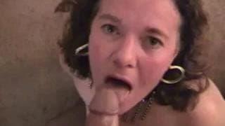 Dojrzała dziwka uwielbia młode chuje
