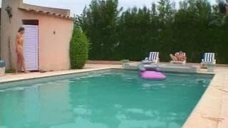 Seks na basenie jest odświeżający!