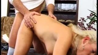Podwójna penetracja seksownej Moniki