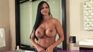 Dojrzała Jewels Jade uwielbia seks!