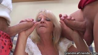 Babcia obciąga chuje młodym facetom!