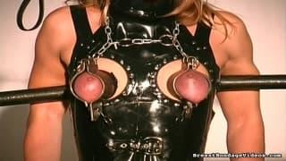 Torturowana kobieta kocha czuć ból!