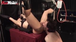 Larissa lubi, jak ją wiążą i pierdolą!