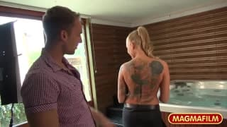 Kayla Green - blond dziwka z tatuażem