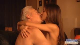 Alice Romain kocha starszych panów!