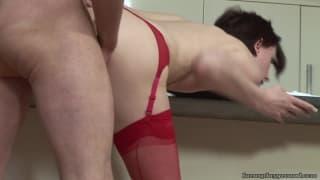 Lara Latex podnieca nas seksi bielizną