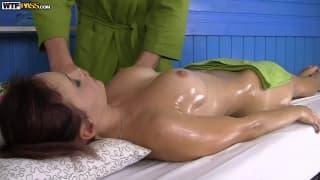 Młoda Olivia dostanie seksi masaż!