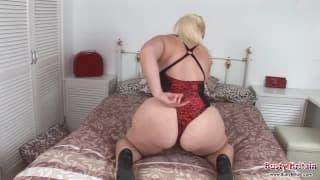 Cycata blond dziwka kocha masturbację