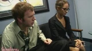 Mark Wood i Lindsey Meadows na sofie