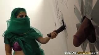 Nadia Ali- sesja przez dziurę w ścianie