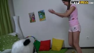 Nastolatka pierdoli się z misiem pandą!
