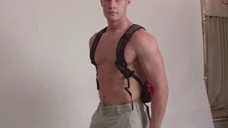 Nick to seksowny facet z dużym kutasem!