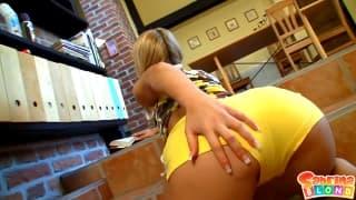 Co blondynka robi jak jest sama w domu!