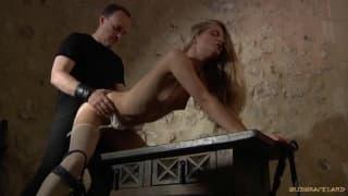 Cayenne Klein chętnie uprawia BDSM!