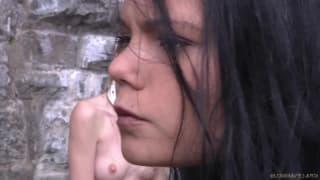 Nikki Thorne polana gorącym woskiem