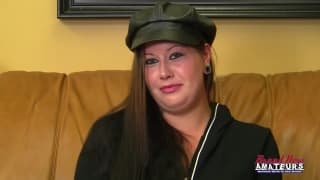 Johnna liże jądra podczas castingu do porno