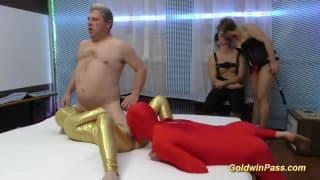 Seks grupowy z dominacją i przebraniem
