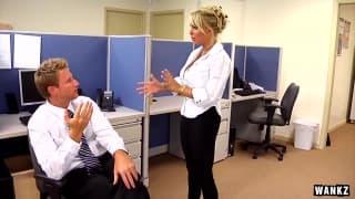 Holly Halston wyjebana w biurze