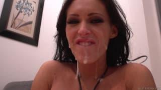 Jenna klei się od spermy