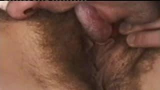 Seksi brunetka na gorącym gang bang!