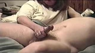 Żonka daje mu świetną masturbację!