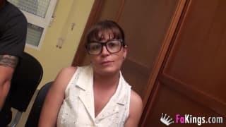 Carmen to niepozorna okularnica