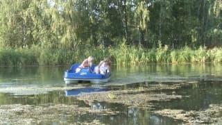 Młode masturbują się na środku jeziora