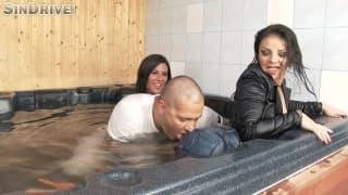 Aysha Rouge i Maria Fiori ruchane w wodzie