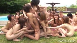 Mocna lekcja seksu dla młodej Azjatki!