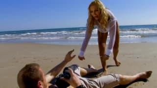 Ginger Hell i Leo Galvez ruchają się na plaży