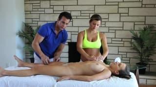 Keisha Grey i Lily Love wzbogaciły sobie masaż