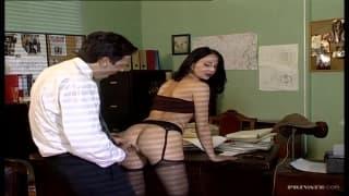 Patricia Diamond już siedzi wygodnie na biurku