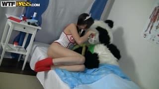 Seks piguła Nene przyszła leczyć pandę