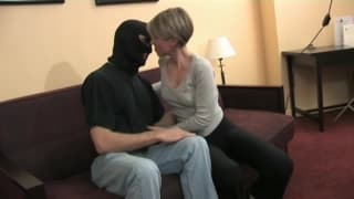 Rucha się z facetem z kominiarką i to ją kręci
