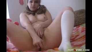 Mamuśka bawi się w niegrzeczną nastolatkę