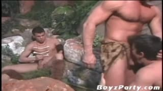 Trzech gejów pierdoli się na dworze